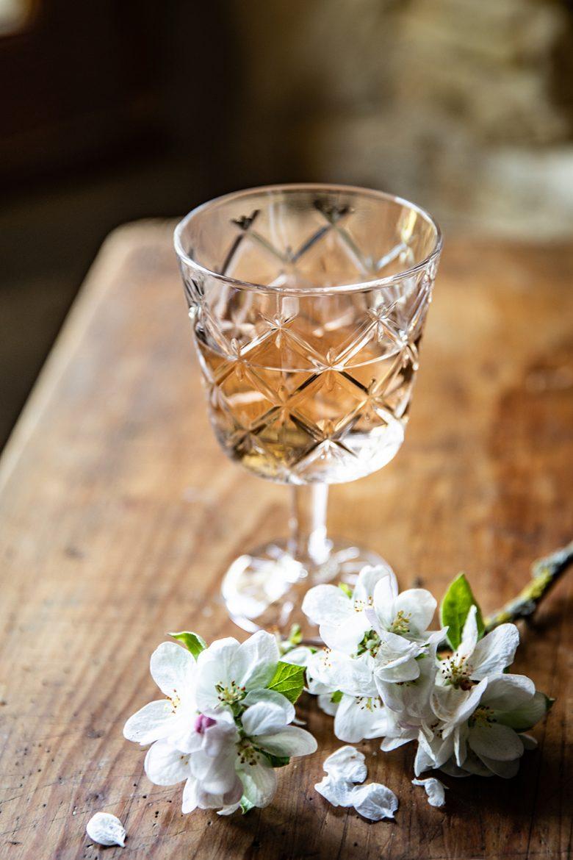 Verre de vin rosé du Domaine Sumeire, château de Causson