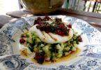 Recette de tartare de courgettes, oeuf poché et vinaigrette à l'italienne