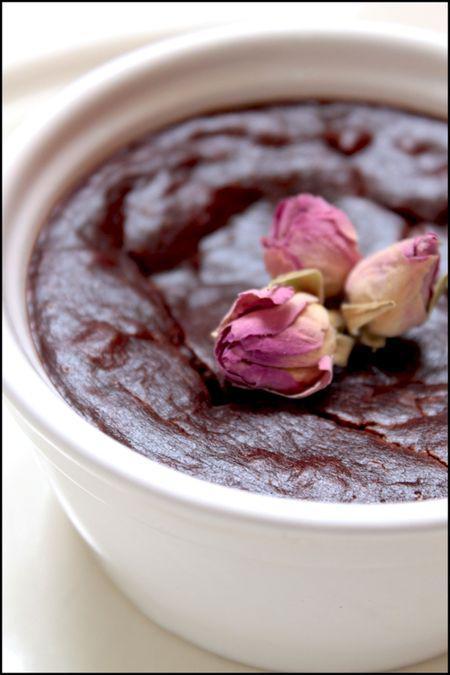 crème simplette au chocolat et boutons de roses, recette
