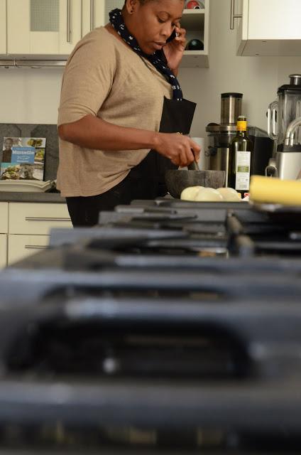 Georgiana Viou à la cuisine
