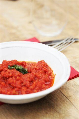 bol de pappa al pomodoro, dip de ragoût de tomates