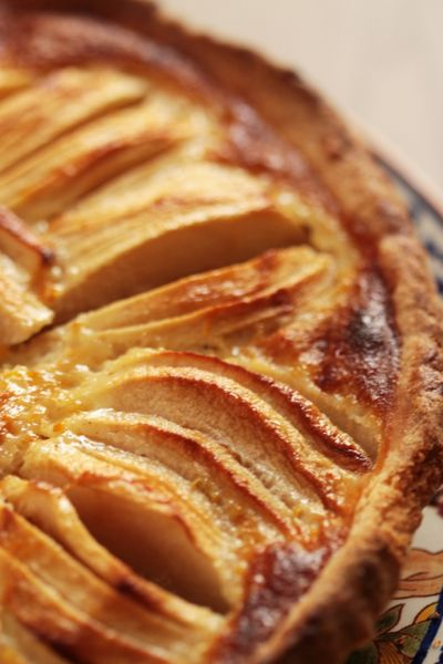 Mon adaptation de la recette alsacienne de la tarte aux pommes, avec de la crème aux oeufs et des épices.