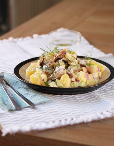 Salade nordique aux sardines et aux deux pommes