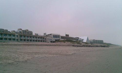 La plage du Touquet et les bâtiments de centre de thalasso
