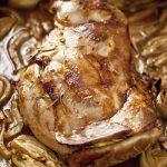 Epaule d'agneau cuite au four, braisée avec des fenouils. La recette