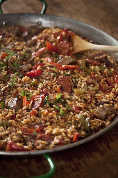 paella à l'agneau et au chorizo, arroz à la viande, recette