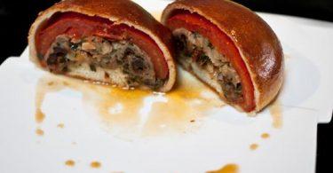 tomate farcie en croûte comme une pizza inversée