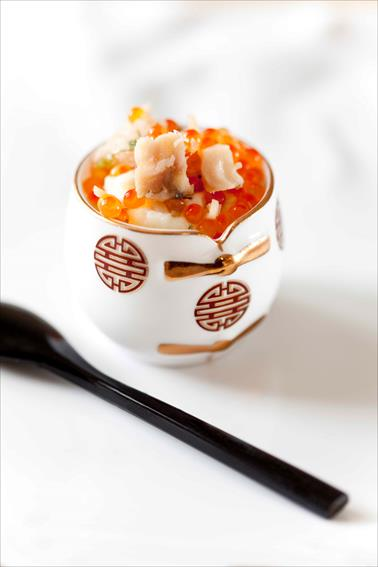 Petits roulés d'esturgeon au caviar, petites verrines d'esturgeon au céleri et œufs de truite 1