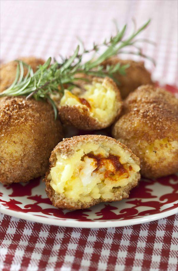 Ma recette pour recycler le risotto, les arrancini au fromage et à la tomate
