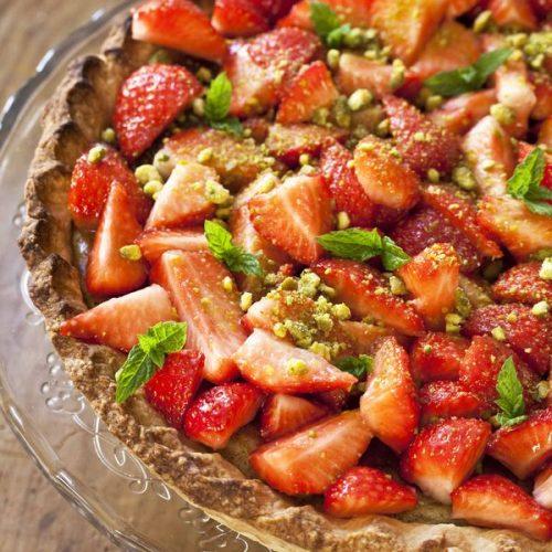 Recette de la tarte cheesecake aux fraises et aux pistaches