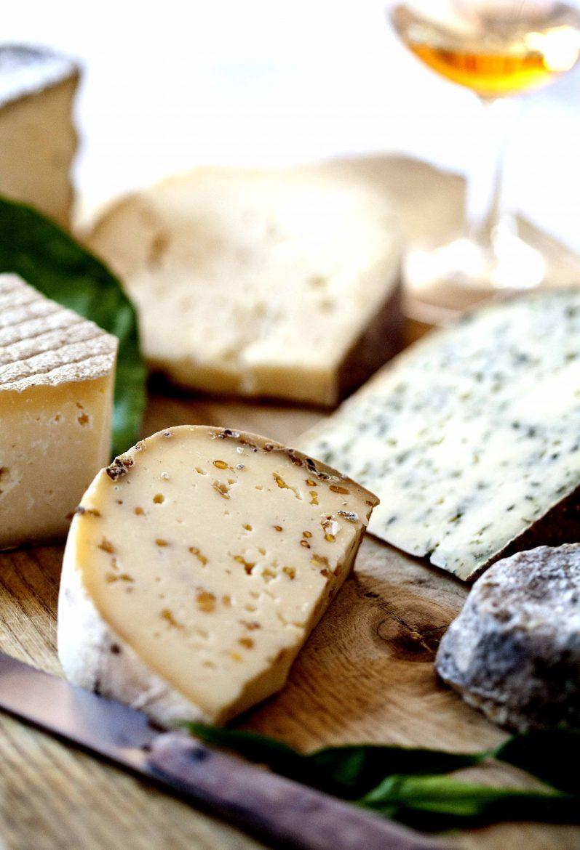 Plateau des fromages de la fromagerie de Beaussay, producteur de gouda hollandais en Sarthe