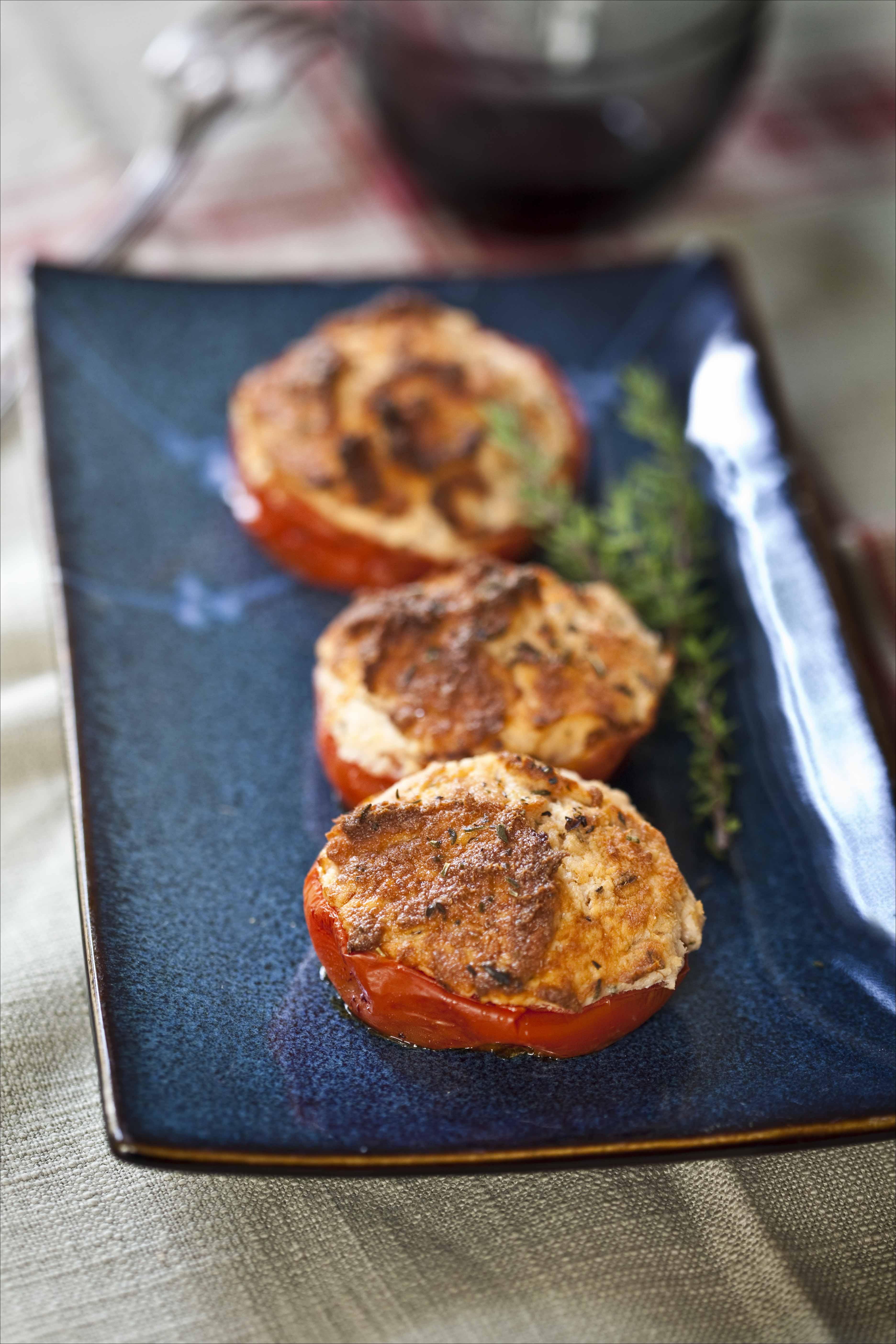 Tomates farcies au saumon et aux herbes