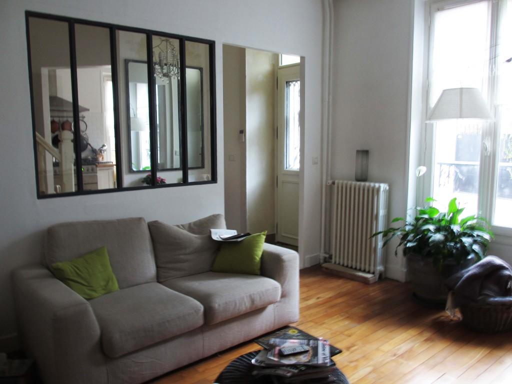 L'ensemble salon, le traversant vers la cuisine et le miroir qui répond à la baie vitrée, et enfin! une entrée agréable pour circuler... Le salon est fini.