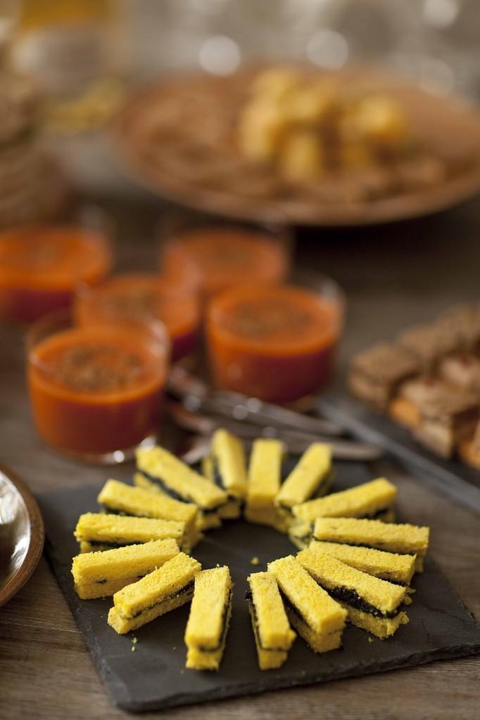 Buffet Au Secours Rosace de mini bouchées au caviar 1