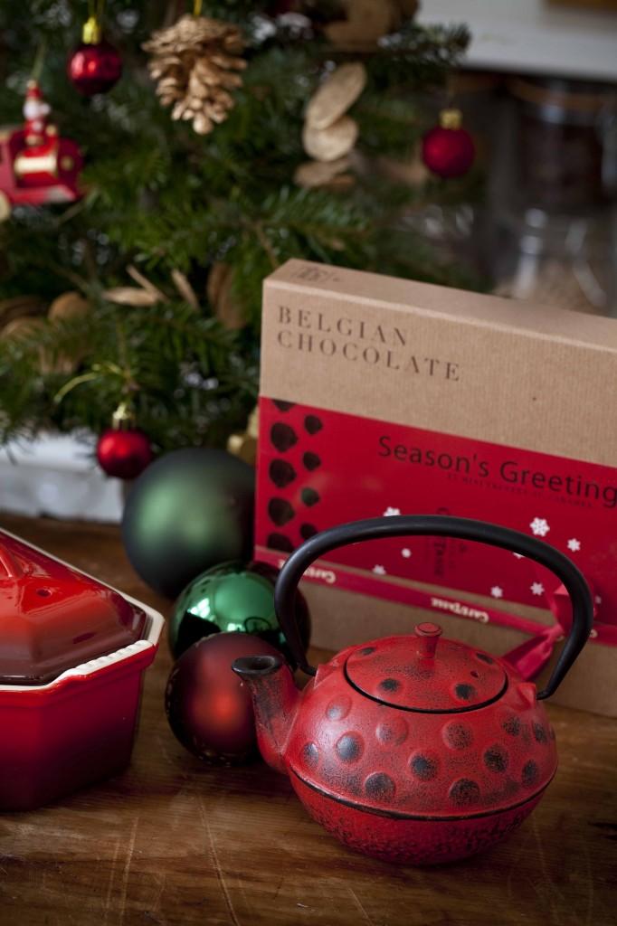 Cadeaux rouges Noël 2014 Théière en fonte rouge 1