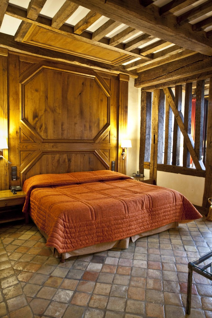 Relais Bernard Loiseau Chambre lit 1 @Anne Demay