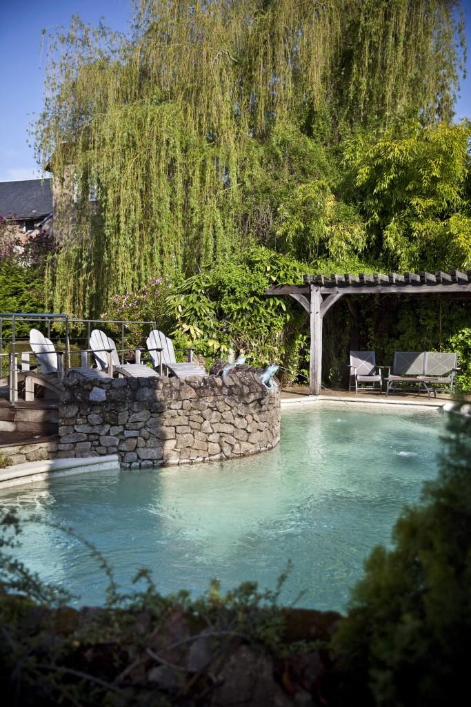 Relais Bernard Loiseau Jardin piscine @Anne Demay 1