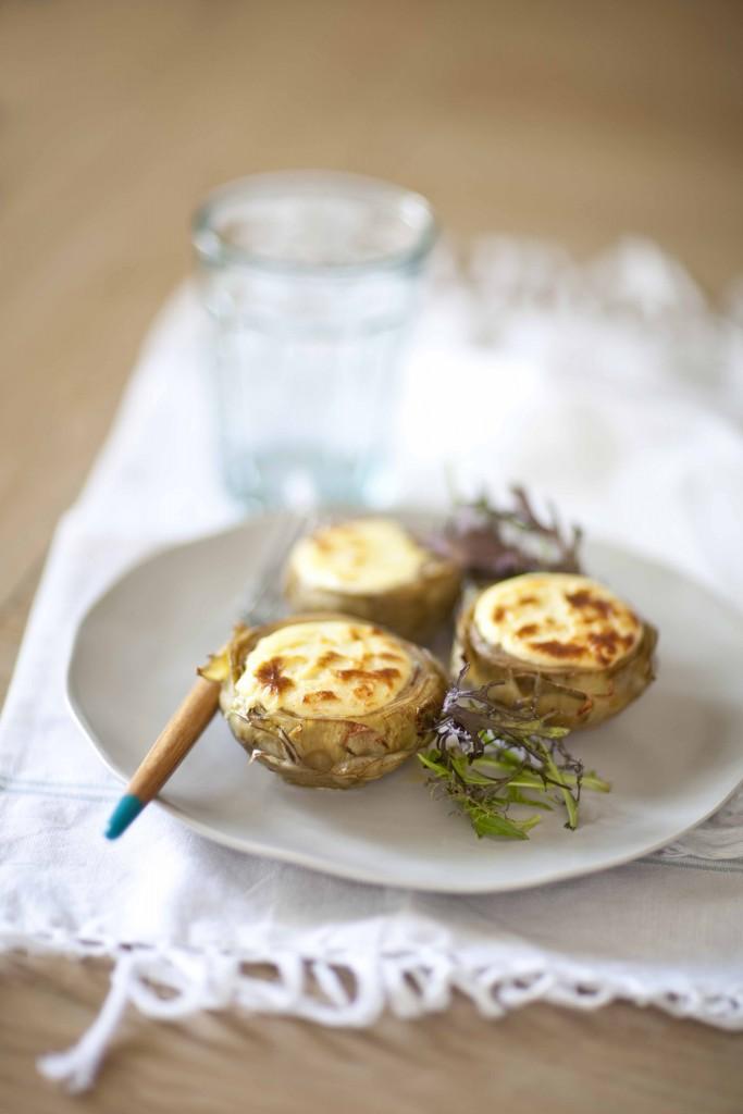 Artichauts gratinés au chèvre frais, la recette simple de plat complet végétarien