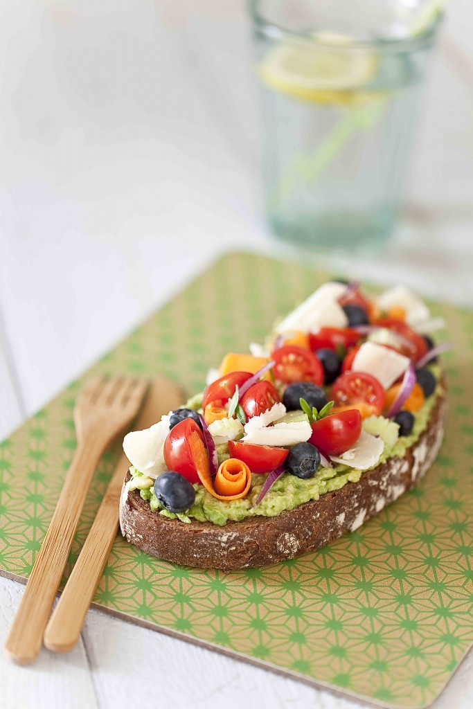 Tartine à l'avocat, légumes et fruits 2c