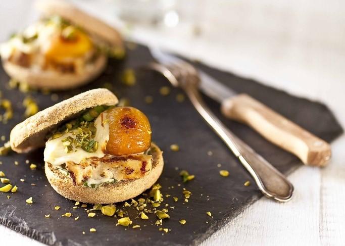Burger-de-poulet-mariné-fromage-de-brebis-fondu-©panierdesaison