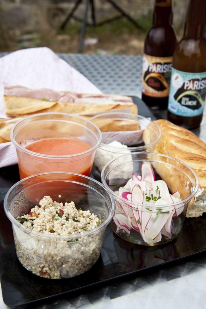 La Cuisine Moblie du Domaine de Chamarande Petites salades d'Anne: radis, Quinoa et soupe froide de tomates et brugnons