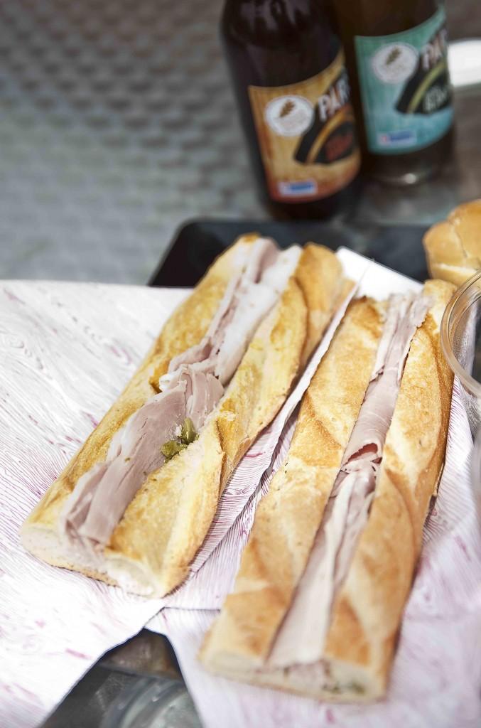 La Cuisine Moblie du Domaine de Chamarande Sandwich jambon condiments Les excellents sandwichs de jambon de la charcuterie Pavard (Angerville)
