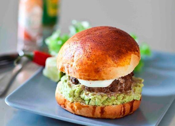 Ma recette de burger mexicain aux épices et guacamole.
