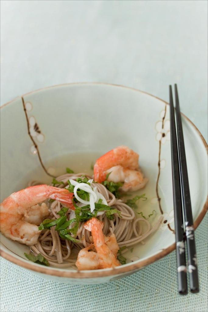 Nouilles soba au dashi et tempura de crevettes o apprendre cuisiner japonais facile panier - Apprendre a cuisiner japonais ...