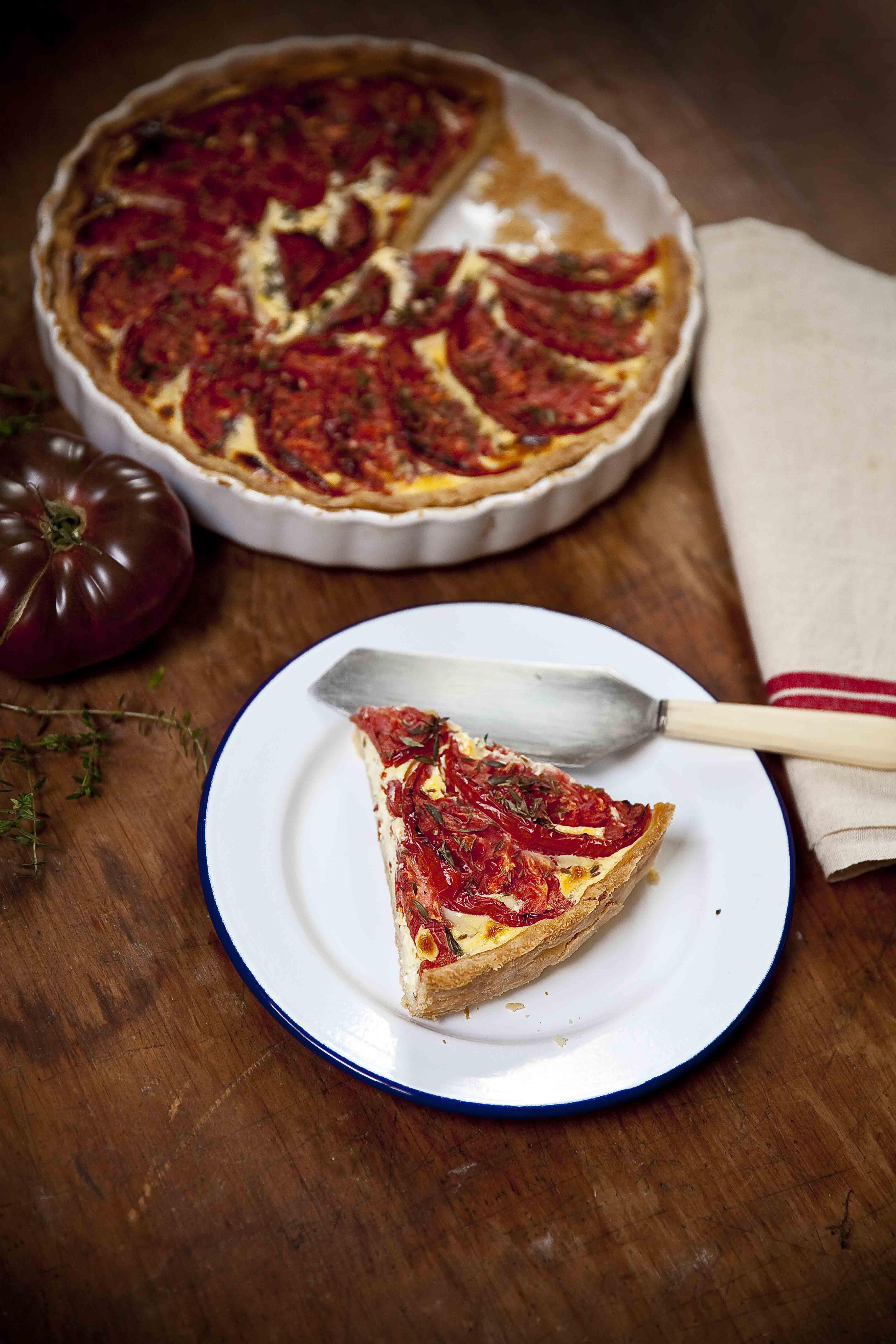 Tarte aux tomates coeur de boeuf, cottage cheese et base moutarde