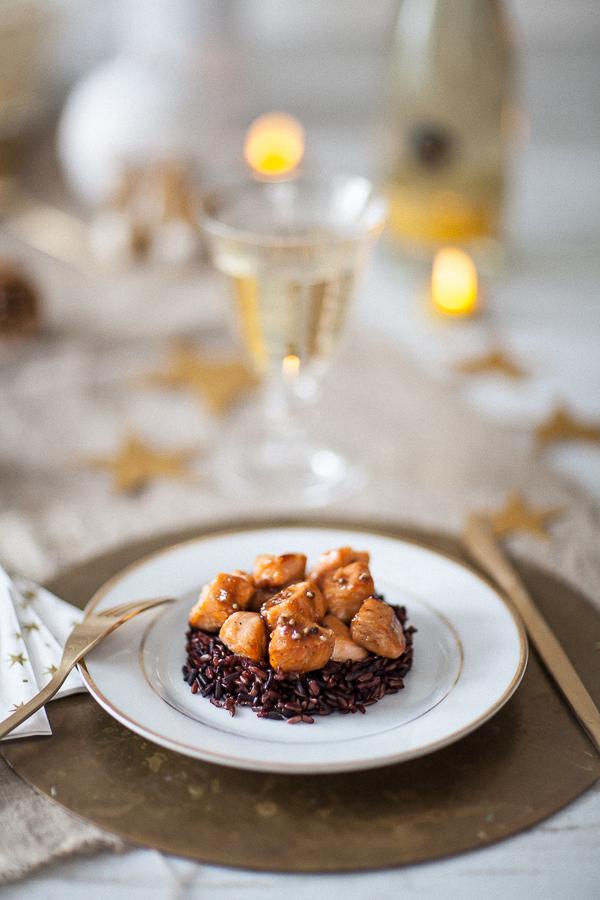 Table dorée Saumon caramélisé sève Kitul riz de Camargue©AnneDemayReverdy10