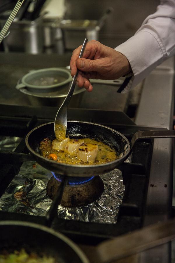 Etape de la recette de Sébastien, la cuisson des coquilles saint-Jacques au beurre