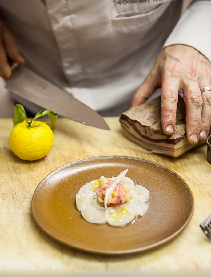 Carpaccio de coquilles Saint-Jacques, une recette de Sébastien Rémy du restaurant l'Angle Saint Laurent à Bayeux