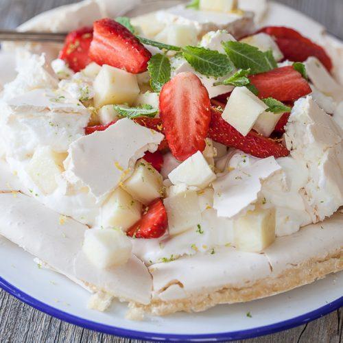 recette de pavlova aux fraises et à l'ananas