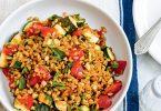 Salade épeautre, courgettes et tomates une recette d'Exki