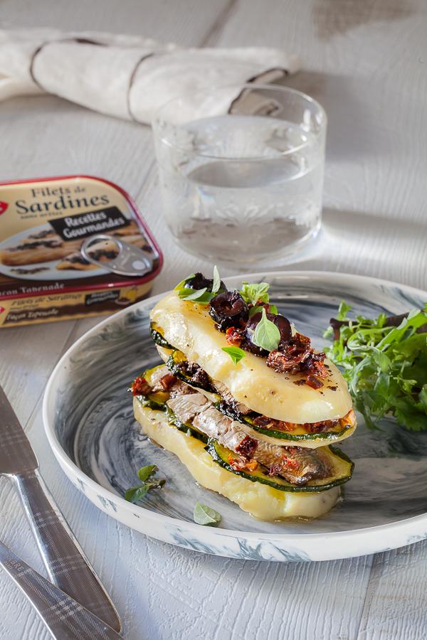 millefeuille-de-pomme-de-terre-courgettes-et-sardines-a-la-tapenade-saupiquetannedemayreverdy09