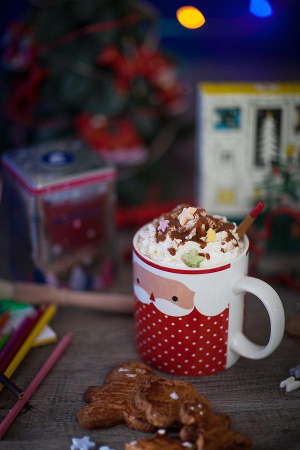 Recette de chocolat chaud aux épices de Noël et chantilly caramel