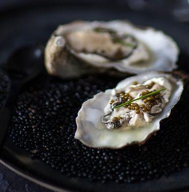 Huîtres en gelée de caviar ©panierdesaison