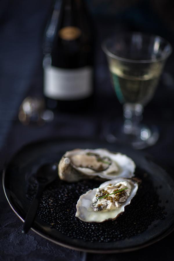 Huîtres-en-gelee-de-caviar©Anne-Reverdy-Demay