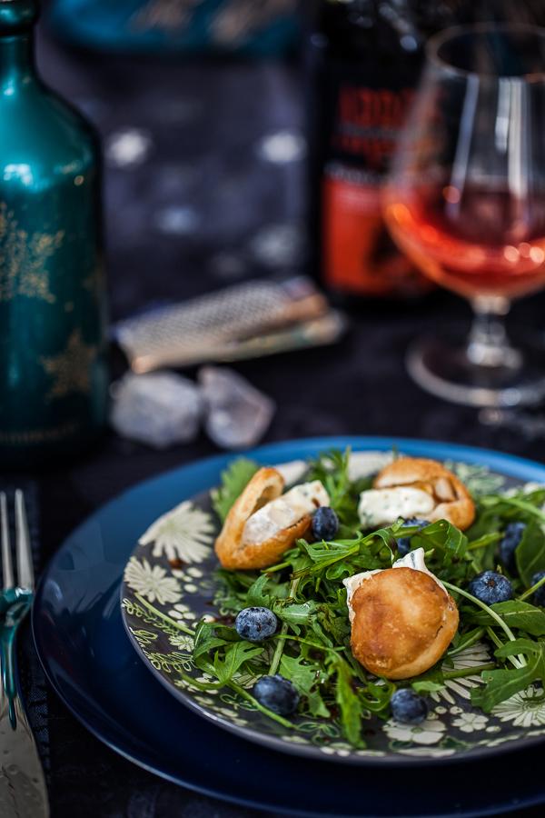 Ma recette de salade aux bleuets ou myrtilles et mini pita au Bresse Bleu