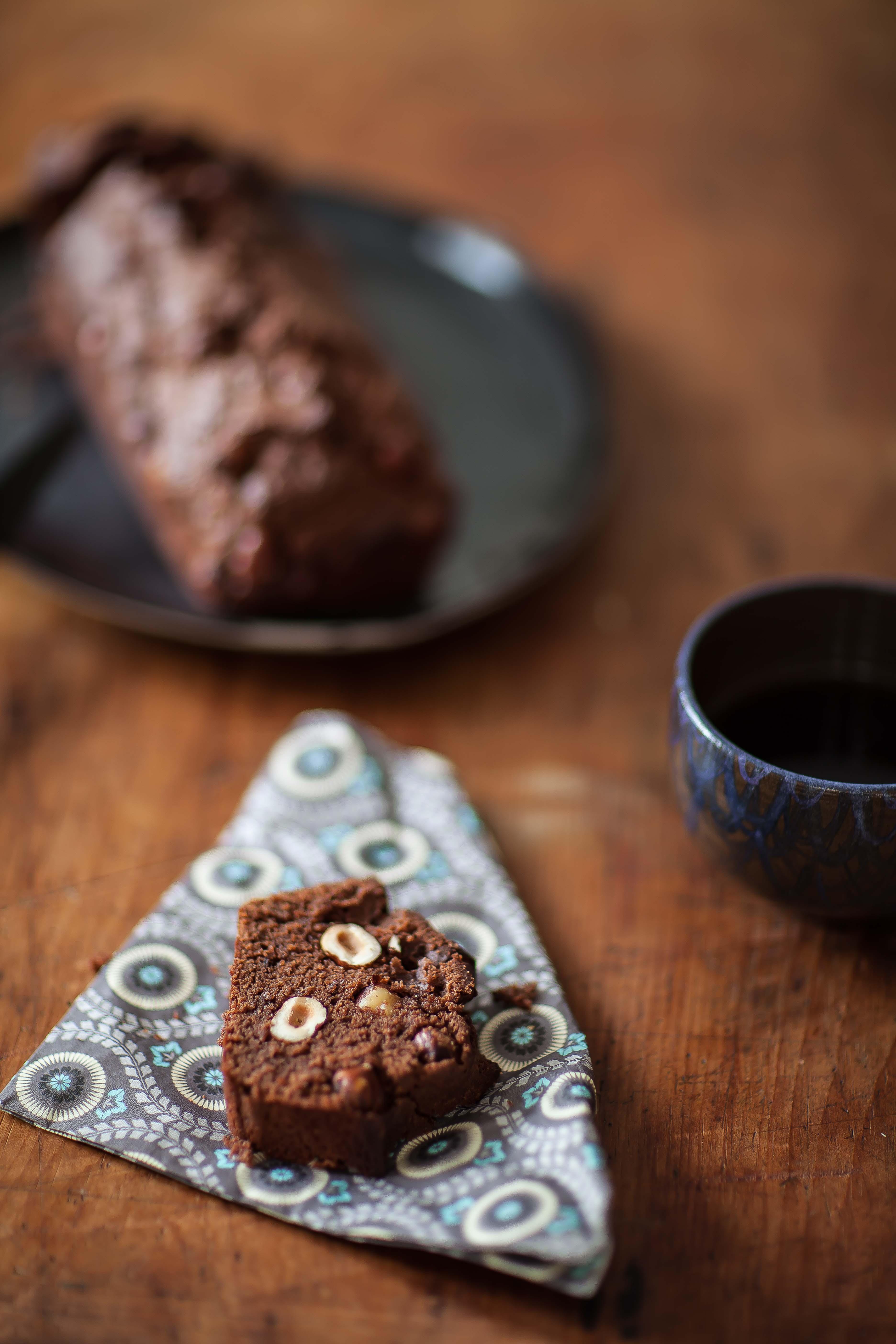 AU petit-déjeuner, au goûter ou pour un tea-time gourmand : le quatre-quarts au cocholat et aux noisettes