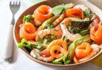 Recette de salade de crevettes à la truite fumée, avocat et pamplemousse