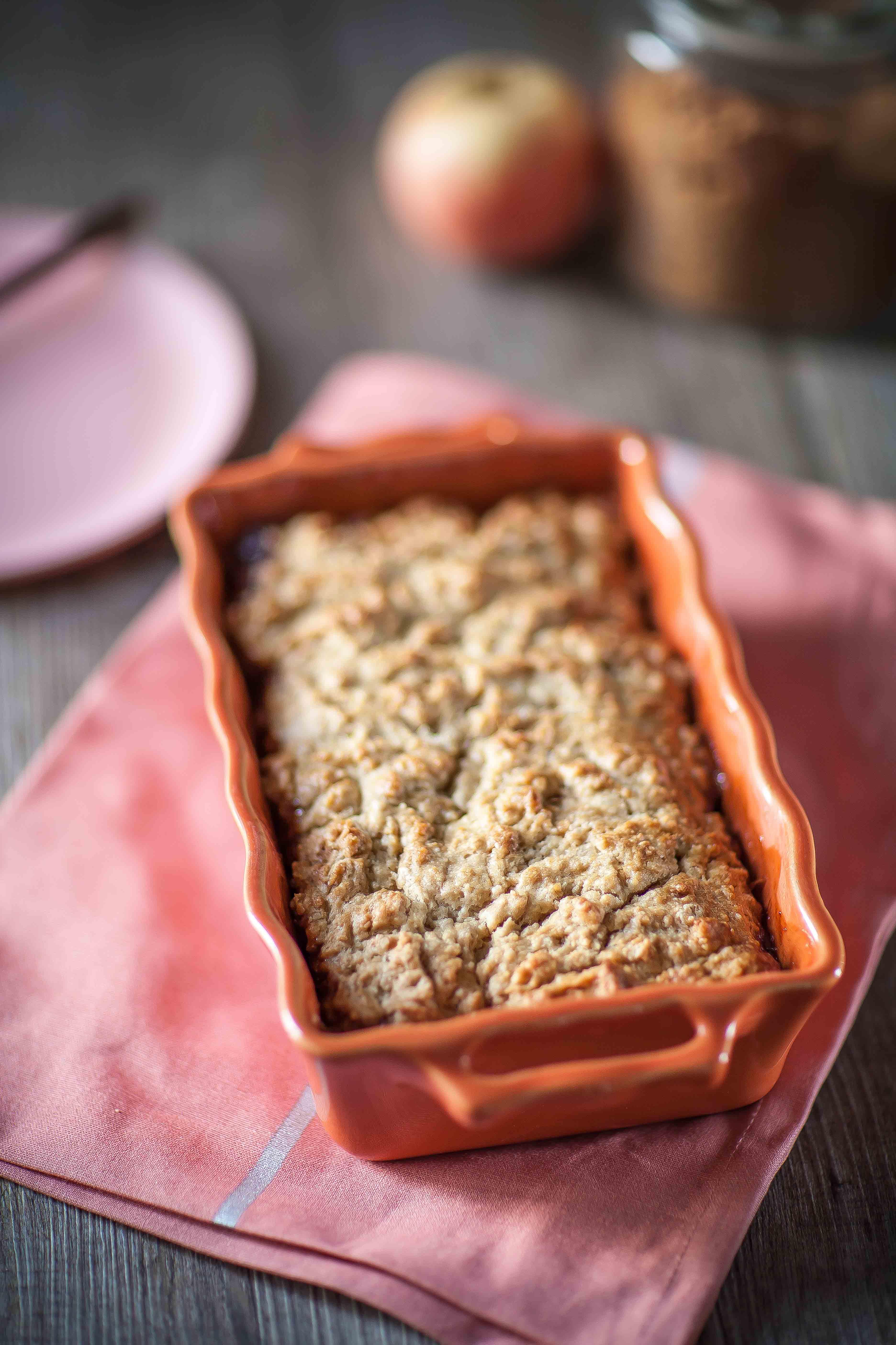 Ma version de la recette de ce dessert américain, le cobbler aux pommes et à la cannelle, avec des pommes râpées.
