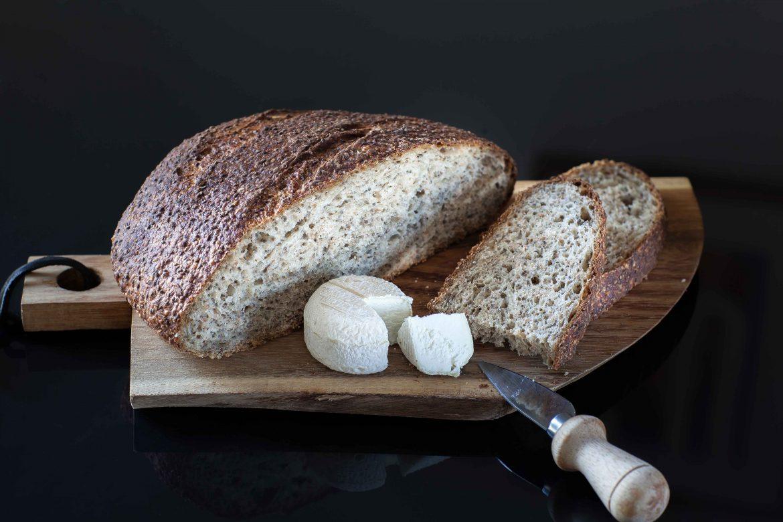 pain à l'épeautre et aux graines de chia