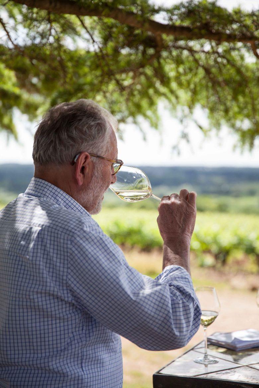 Pierre Luneau à la dégustation de ses vins ©panierdesaison