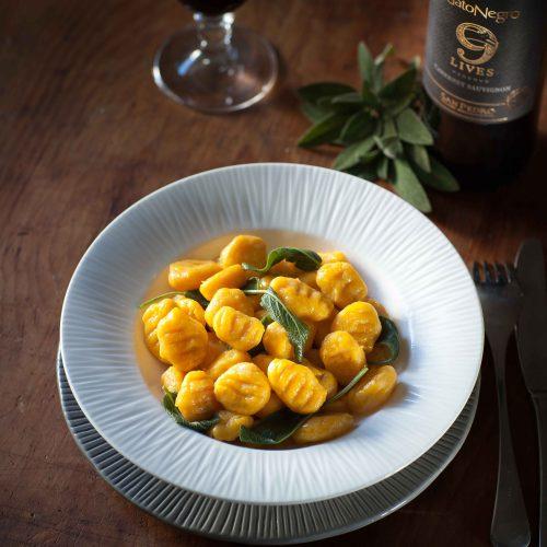 Les gnocchi au potimarron rôti et beurre de sauge : un plat végératien qui s'accorde parfaitement avec le Gato Negro 9 Lives