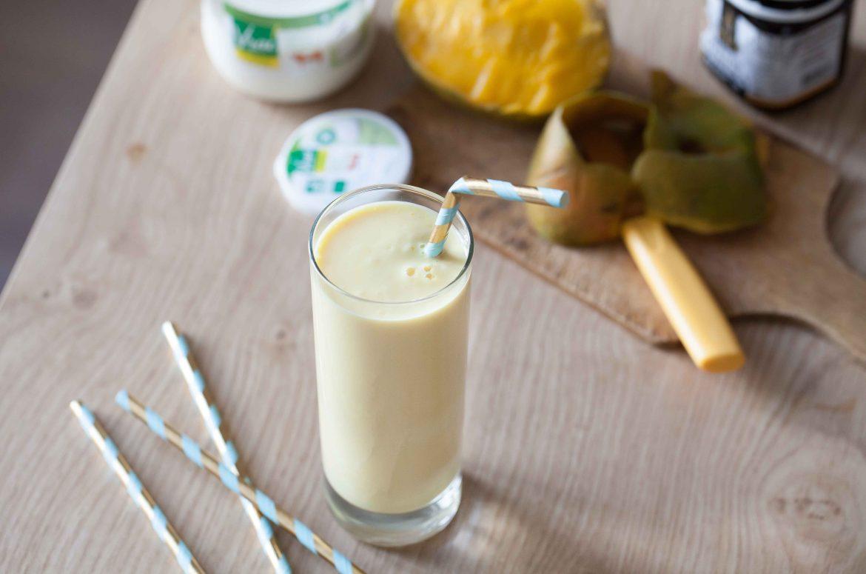 smoothie mangue yaourt vrai et miel de manuka la recette healthy. Black Bedroom Furniture Sets. Home Design Ideas