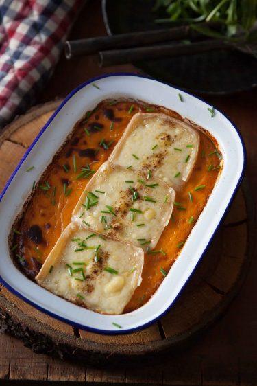 Purée de patates douces en gratin avec de la raclette suisse du Valais AOP