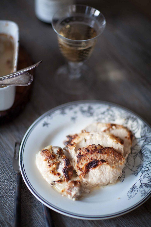 rôti de porc au lait gratiné et coupé en tranches