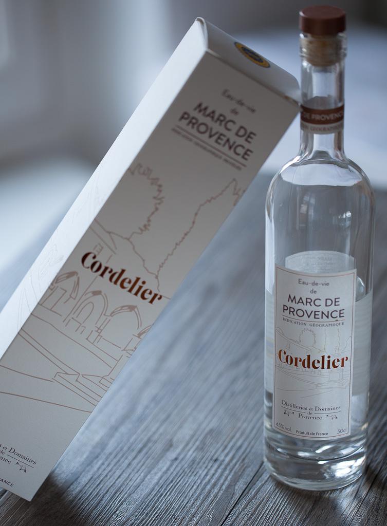 Bouteille et coffret de Cordelier, le marc de Provence des distilleries de Provence