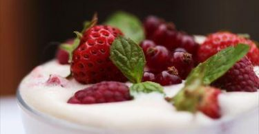 tiramisu à la fraise et aux fruits rouges